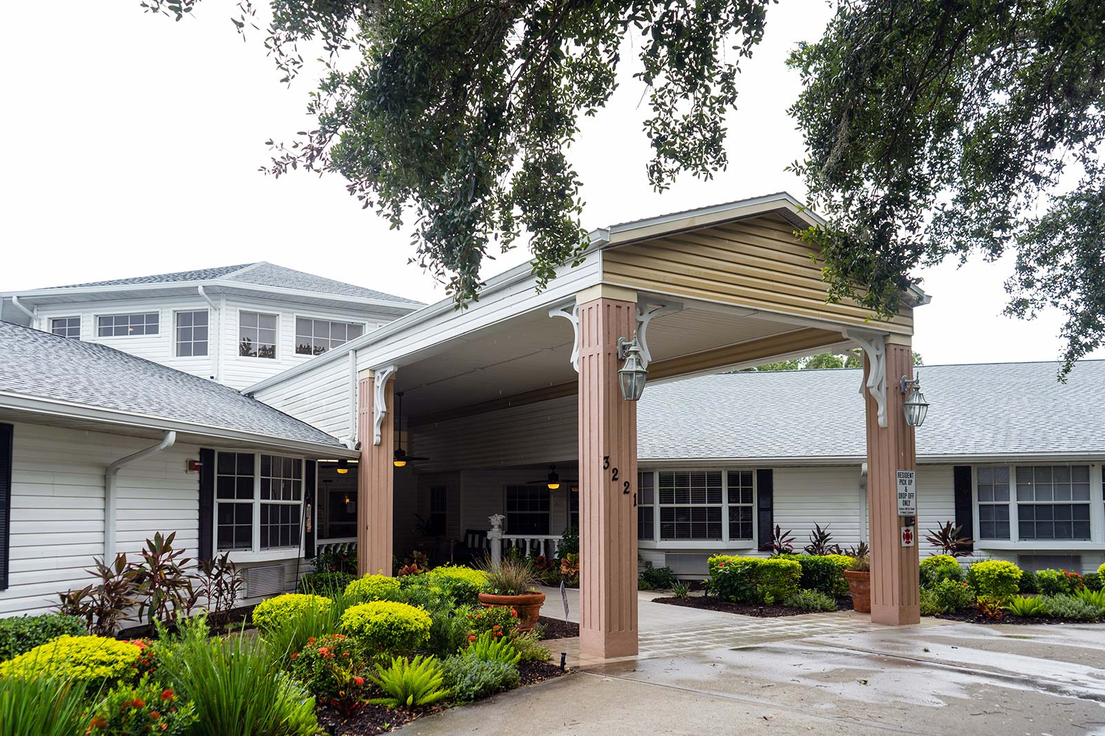 Front entrance at Heron House assisted living and memory care community in Sarasota, FL